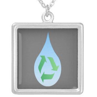 Recicle el collar del agua