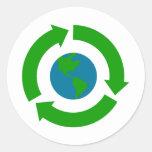 Recicle el diseño del logotipo de la tierra pegatina redonda