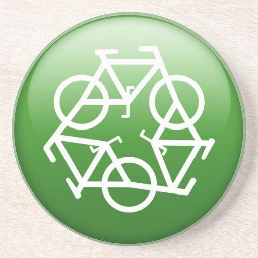 Recicle el logotipo con las bicicletas posavaso para bebida
