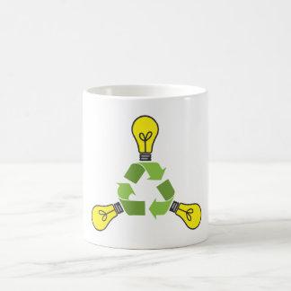 Recicle el poder (el color) taza