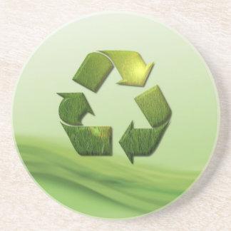 Recicle el práctico de costa del símbolo posavaso para bebida