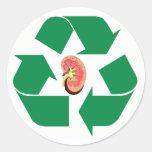 Recicle el riñón etiqueta redonda