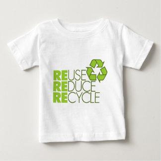 Recicle la camiseta del bebé polera