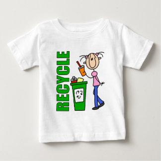 Recicle la camiseta del bebé remera