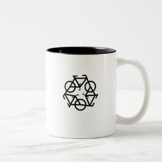 recicle la taza de cerámica dos-entonada de Petr