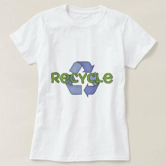 Recicle las camisetas y los regalos
