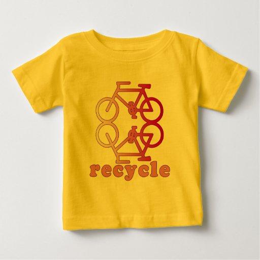 Recicle los productos que montan en bicicleta t-shirt