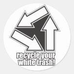 recicle su basura blanca en blanco etiqueta redonda