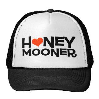 Recién casado con el gorra del camionero del coraz