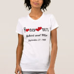 Recién casados y corazones personalizados camiseta