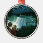 Recienes casados del vintage en Niagara Falls Adorno De Navidad