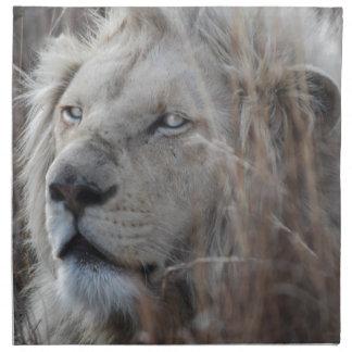 Reclinación blanca africana del león servilleta