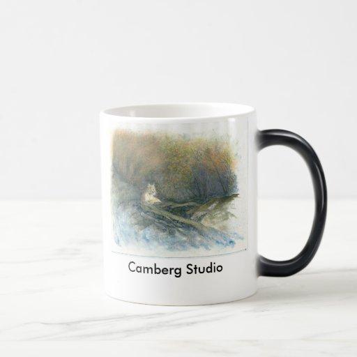 Reclinación del puma tazas de café