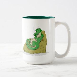 Reclinación sobre el botín taza de café