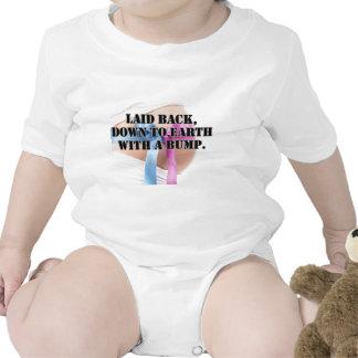 Reclinado, realista con un topetón - productos trajes de bebé