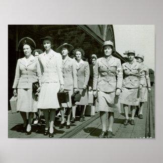 Reclutas de WAAF que marchan 1942 Póster