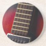Recogida roja de la guitarra de HollowBody del cue Posavasos Manualidades