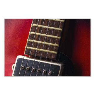 Recogida roja de la guitarra de HollowBody del Fotografía