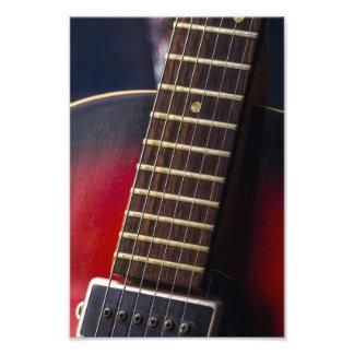 Recogida roja de la guitarra de HollowBody del Fotografías