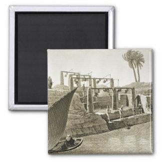 Recogiendo el agua del Nilo, platee 6 de Volum Imán Cuadrado