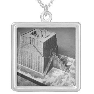 Reconstrucción de la torre de Babel Collar Plateado