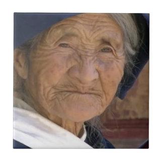 Recordando acebo chino de la ABUELA HO de Yunnan Azulejo Cuadrado Pequeño