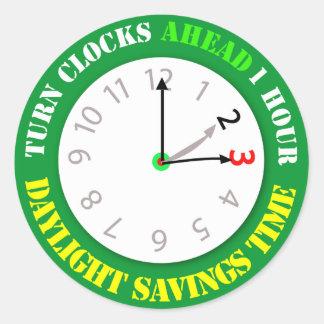 Recordatorio del tiempo de los ahorros de luz del pegatina redonda