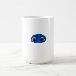 Recorte feliz del azul de los ojos tazas de café