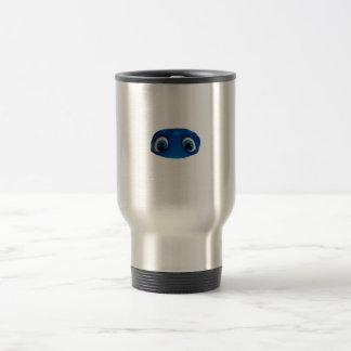 Recorte feliz del azul de los ojos taza de café