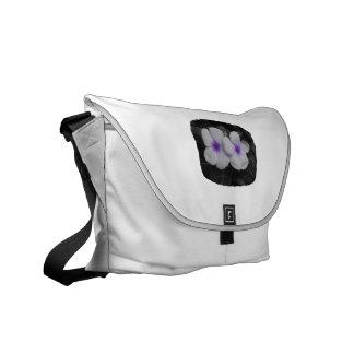 Recorte púrpura de la flor del círculo del bolsas messenger