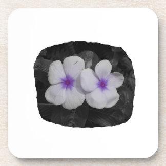 Recorte púrpura de la flor del círculo del molinil posavasos de bebidas