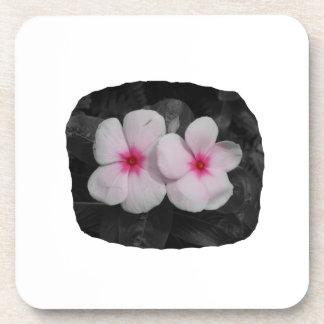 Recorte rosado de la flor del círculo del molinill posavasos de bebida