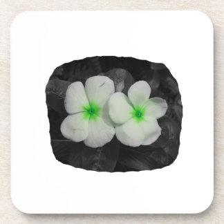 Recorte verde de la flor del círculo del molinillo posavasos de bebida