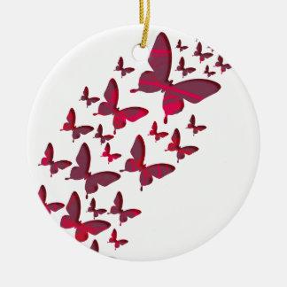 Recortes rojos de la mariposa adorno navideño redondo de cerámica