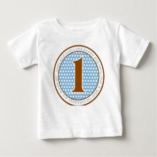 Recortes y primera camiseta del cumpleaños de los
