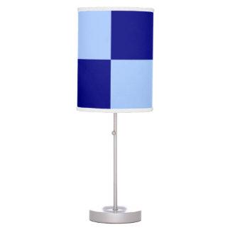 Rectángulos azules claros y azul marino lámpara de mesa