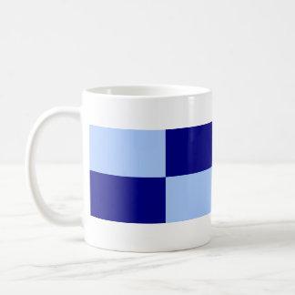 Rectángulos azules claros y azul marino taza de café