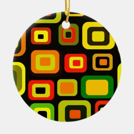 Rectángulos del amarillo, del naranja, rojos y adorno redondo de cerámica