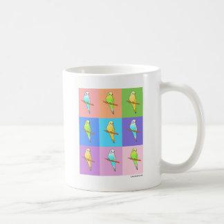 Rectángulos del arco iris del Parakeet Taza Básica Blanca