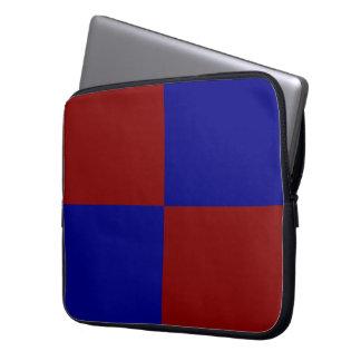 Rectángulos rojo oscuro y azules mangas computadora