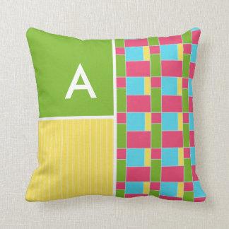 Rectángulos rosados, azules, verdes, y amarillos almohada
