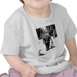 Recuerde el cuidado de los polis camiseta
