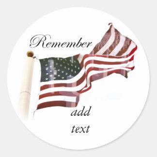 Recuerde el Memorial Day - cruces dentro de la Pegatina Redonda