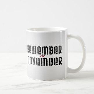 Recuerde en noviembre taza básica blanca