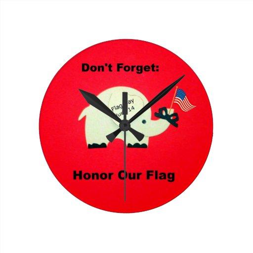 Recuerde: Honre nuestra bandera Reloj Redondo Mediano