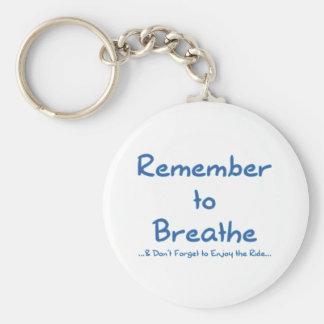 Recuerde respirar (el azul) llavero redondo tipo pin