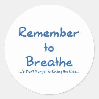 Recuerde respirar (el azul) pegatina redonda
