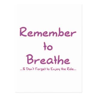 Recuerde respirar (el rosa) postal