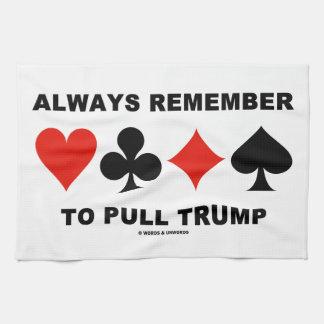 Recuerde siempre tirar del triunfo (cuatro juegos toalla