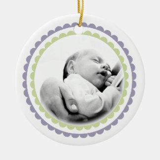 Recuerdo conocido del ornamento de la foto del 1r adorno navideño redondo de cerámica